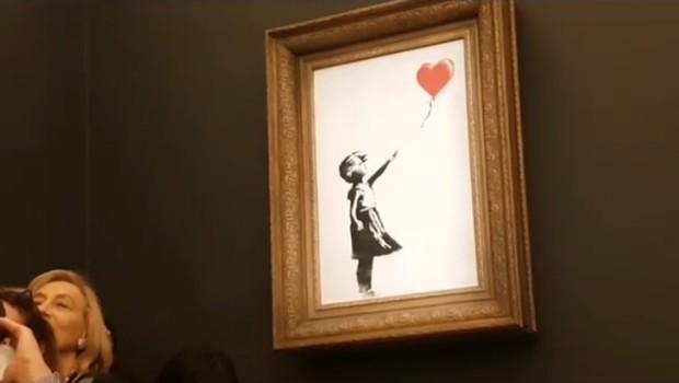 Quadro com a obra de Banksy seria leiloada, não tivesse se autodestruído logo após o arremate  (Foto: Reprodução/Instagram/Banksy)