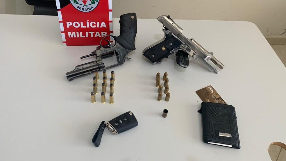 Alguns materiais foram apreendidos pela Polícia Militar durante a prisão dos suspeitos — Foto: Polícia Civil/Divulgação