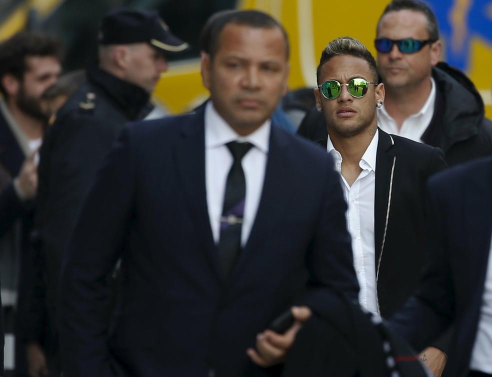 Neymar e seu pai ainda enfrentam processos no Conselho Administrativo de Recursos Fiscais (Foto: Reuters)