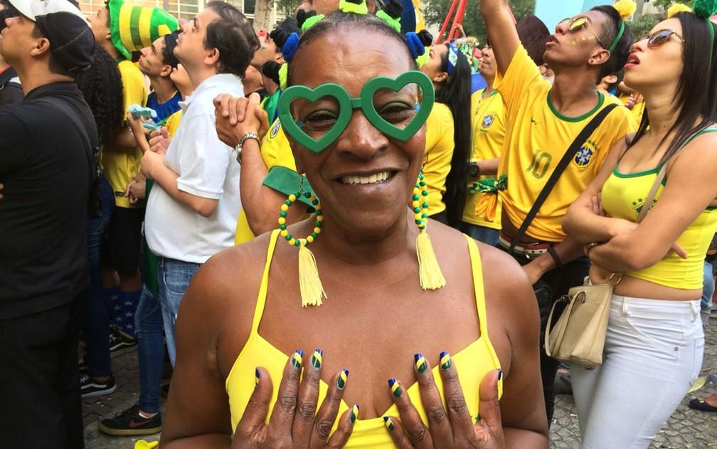 Mafalda Madalena Alves da Silva caprichou nas unhas para ver o jogo (Foto: Bárbara Muniz Vieira/G1)