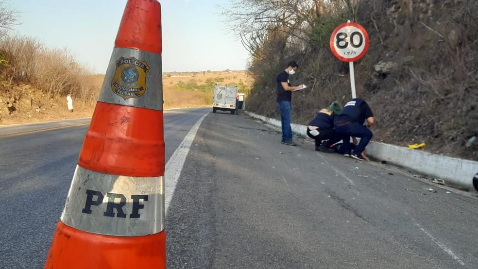 Motociclista bate de frente com caminhão e morre na BR-304, no RN — Foto: Sérgio Henrique Santos/Inter TV Cabugi