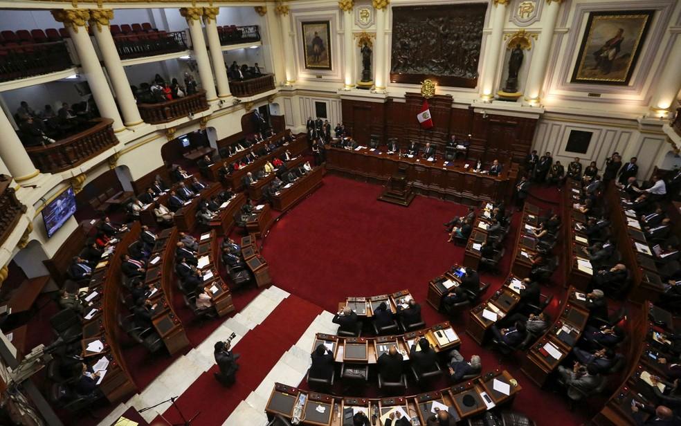 Congressistas ouvem o presidente peruano Pedro Pablo Kuczynski apresentando sua defesa na sessão na qual foi votado seu processo de impeachment, em Lima, na quinta-feira (21) (Foto: Reuters/Mariana Bazzo)