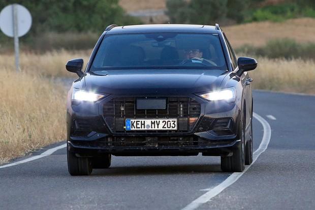 Grade e faróis do novo Audi Q3 lembram um pouco o maior Q8 (Foto: AutoMedia/Autoesporte)