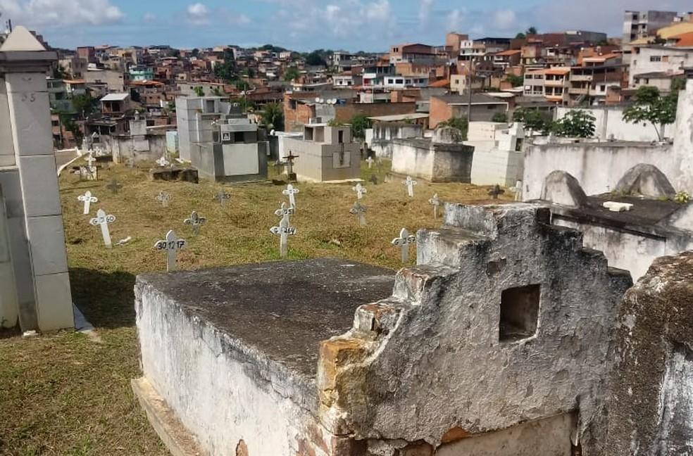 Cemitério Municipal de Plataforma, em Salvador, onde Otávio será enterrado — Foto: Pedro Correia/TV Bahia