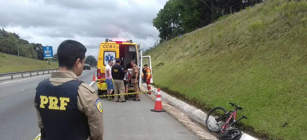 Ciclista morreu após ser atropelado no acostamento da BR-277, em Curitiba (Foto: Divulgação/Polícia Rodoviária Federal)