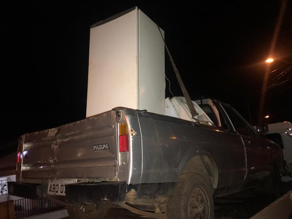 Dupla é presa após furtar geladeira e máquina de lavar em Tatuí — Foto: Policia Militar/Divulgação