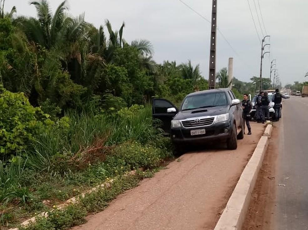 O carro do prefeito foi encontrado abandonado na BR-010, ao lado da mata do 50 BIS, em Imperatriz — Foto: Antônio Pinheiro