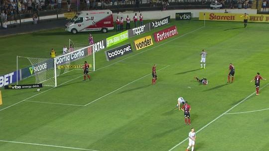 Felipe Augusto chuta ao lado da meta e perde chance incrível aos 27' do 1T
