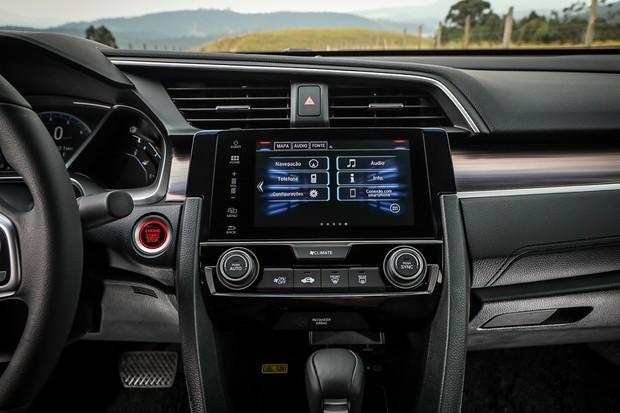 Honda Civic Touring 2020 muda pouco e descarta itens avançados de segurança (Foto: Rafael Munhoz/Autoesporte)