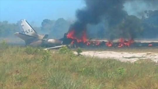 Aeronáutica e Polícia Civil investigam queda de avião na Bahia