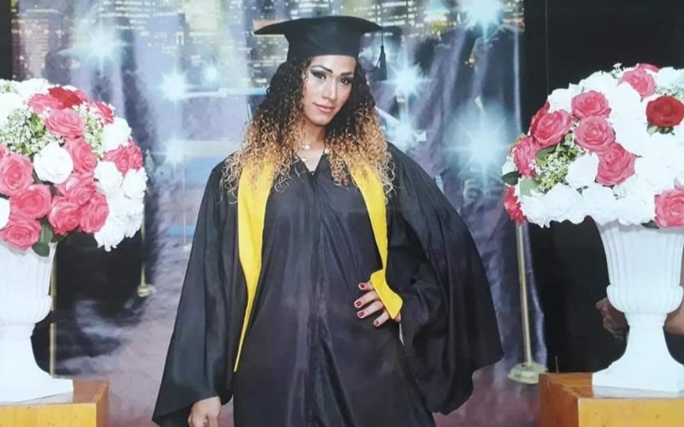 Nayara conseguiu se formar após abandonar estudos por discriminação e recusa de direito ao nome social — Foto: Arquivo Pessoal/Nayara de Souza Peixoto
