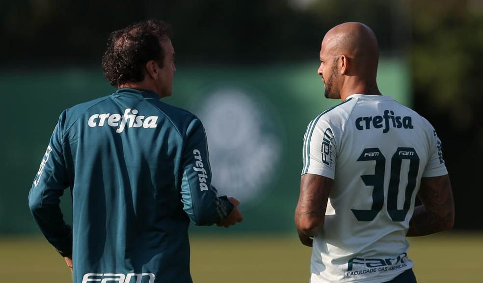 Cuca e Felipe Melo, em foto de arquivo (16 de maio) (Foto: Cesar Greco/Ag Palmeiras/Divulgação)