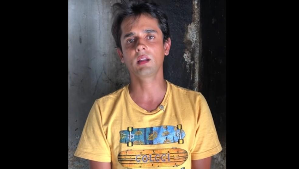 No ano passado, Baixinho Boiadeiro postou vídeo nas redes sociais para falar da morte do pai (Foto: Youtube/Reprodução)