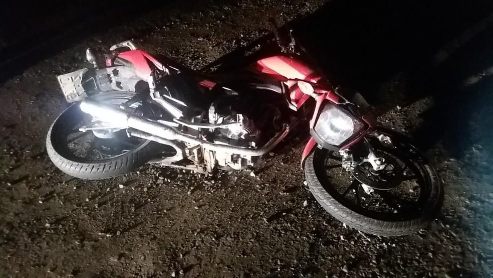 Jovens de 19 anos morreram na BR-470 na noite de segunda-feira (12) (Foto: PRF/Divulgação)