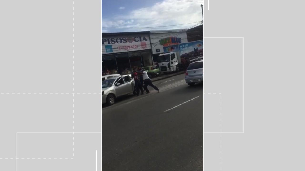 Vídeo: Motorista atropela criança e é agredido por moradores em Salvador