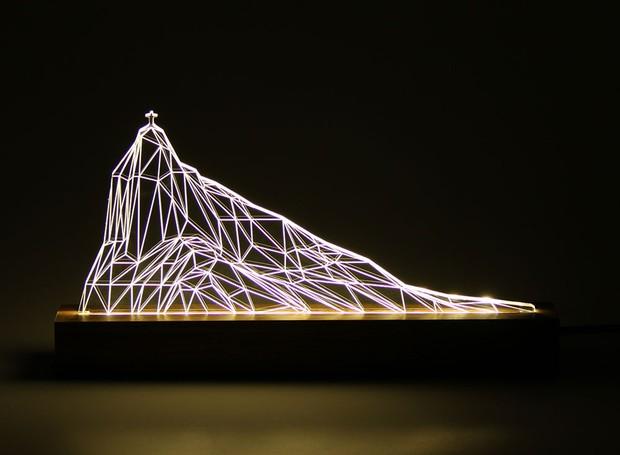 A luminária Corcovado, do Oficina 021, faz parte das peças selecionadas pela Rio+Design para a mostra Be Brasil, da Apex (Foto: Divulgação)