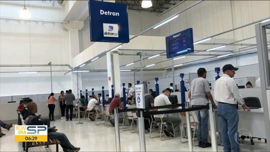 Funcionários do Poupatempo de Guarulhos paralisam atendimento no Detran por falta de pagamento