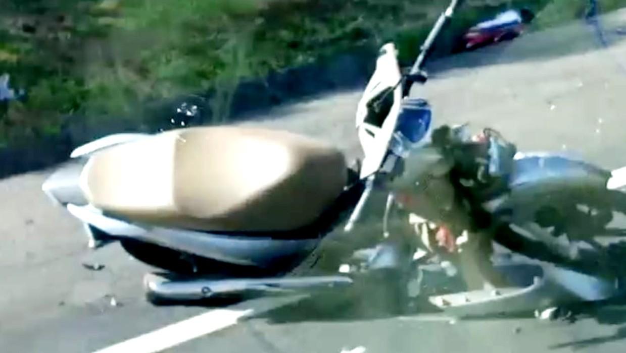 Irmãos morrem após baterem moto em caminhão na BR-153 em Lins