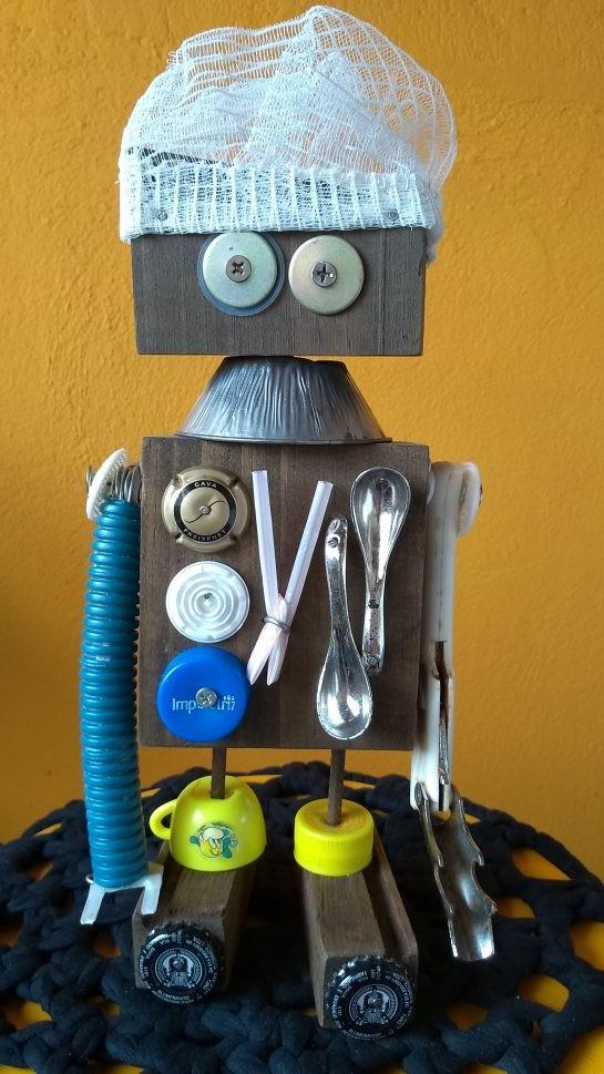 Há três anos, Mônica decidiu criar brinquedos sustentáveis que também ajudassem na educação sobre o meio ambiente (Foto: Reprodução)