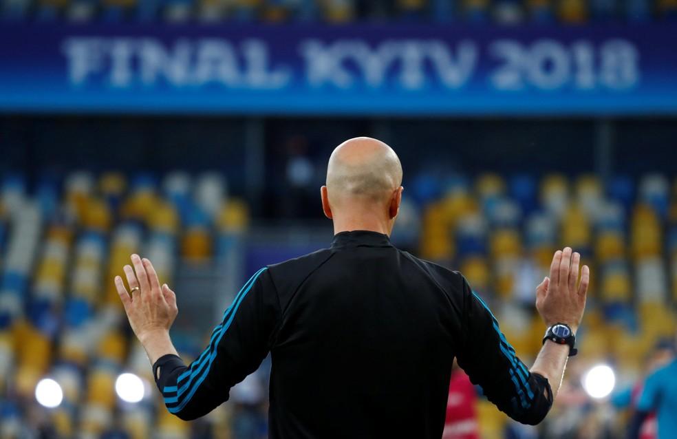 Zidane levou o Real Madrid ao 13º título europeu no ano passado em Kiev — Foto: Reuters