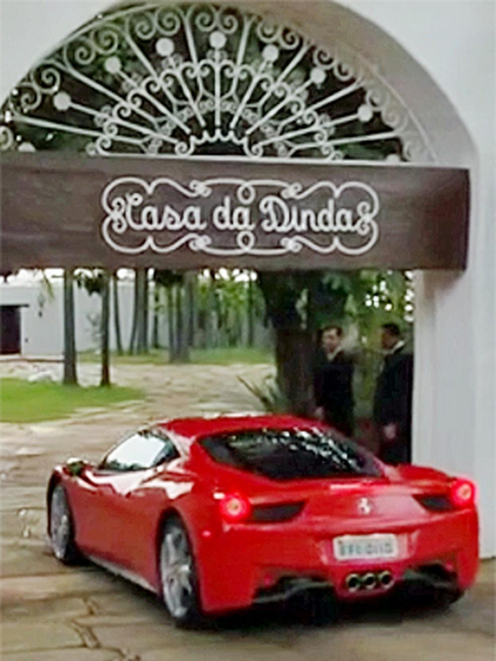 Collor recebe de volta carros de luxo apreendidos na Operação Lava Jato — Foto: Reprodução/TV Globo