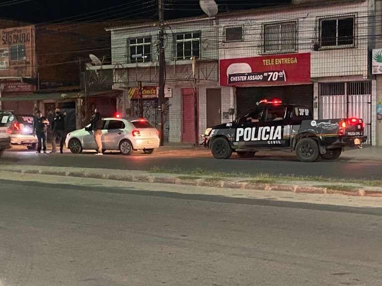 Festa de forró com aglomeração é encerrada em Fortaleza, e cantora é levada à delegacia
