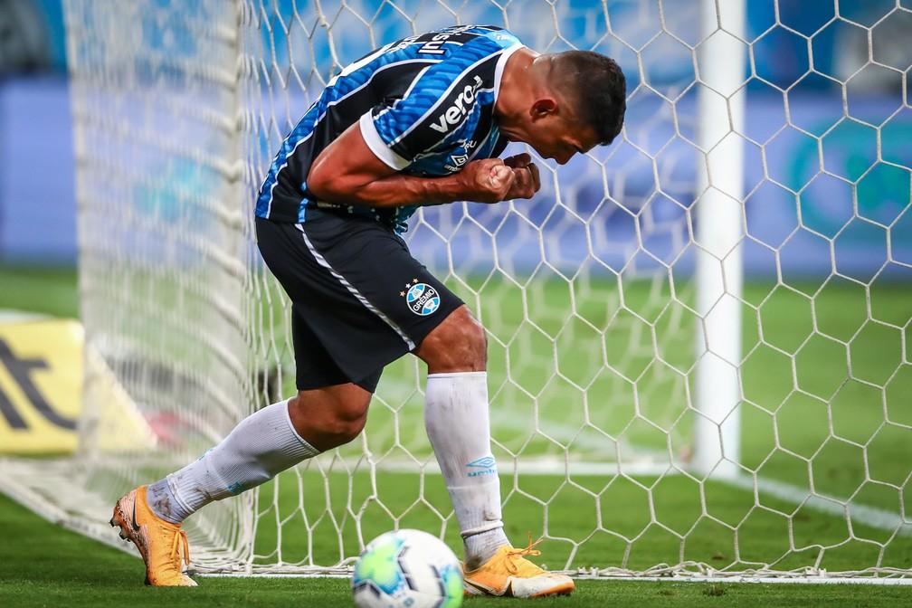 Diego Souza extravasa em comemoração por gol do Grêmio — Foto: Lucas Uebel/Grêmio