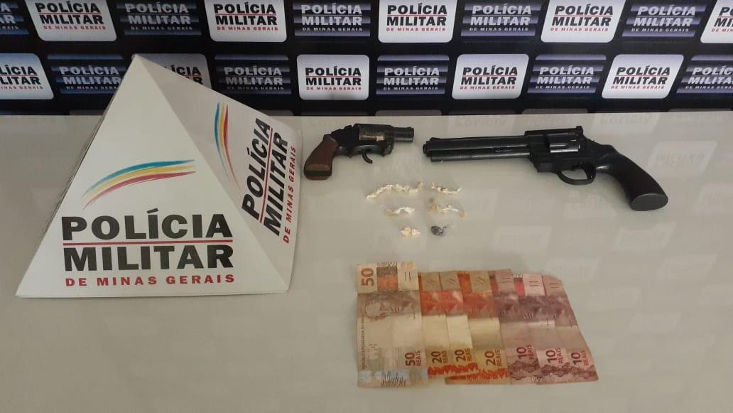 Adolescente é apreendido com drogas e réplicas de armas em Caratinga