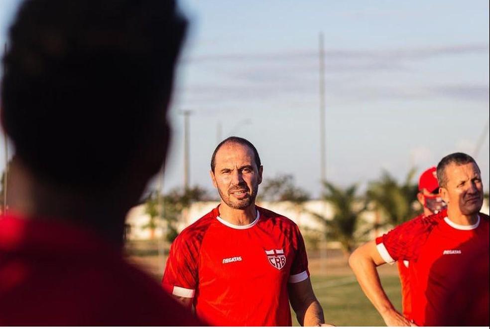 Allan Aal comandou penúltima atividades antes do jogo contra o Fortaleza — Foto: Victor Martiniano/Ascom CRB