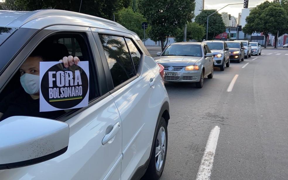 Manifestantes fazem carreata contra Bolsonaro e a favor da vacina em Goiânia — Foto: Octávio Rodrigues/TV Anhanguera