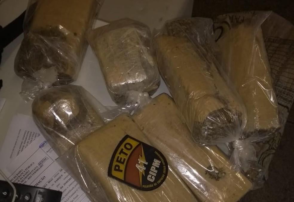 Polícia encontrou 10 Kg de maconha no carro — Foto: Divulgação/SSP-BA