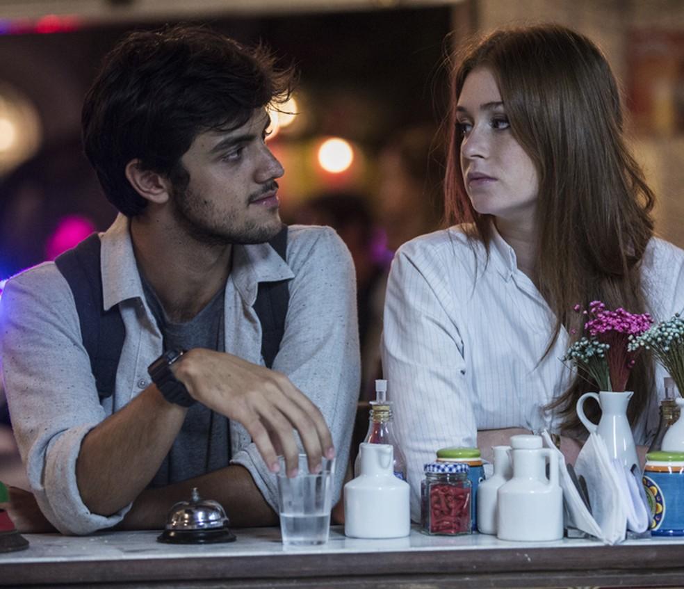 Eliza (Marina Ruy Barbosa) agradece Jonatas (Felipe Simas) por ter salvado mais uma vez sua vida — Foto: Inácio Moraes/Gshow