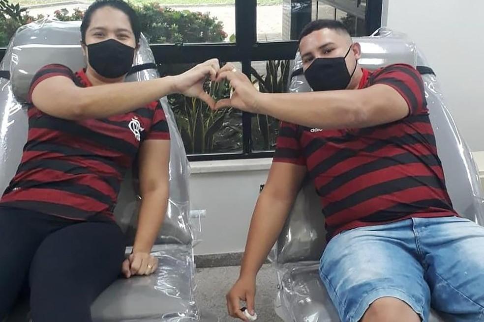 Casal Ana Caroline e Welleur é parceiro até no ato de doação de sangue — Foto: Ascom Hemopa/Divulgação