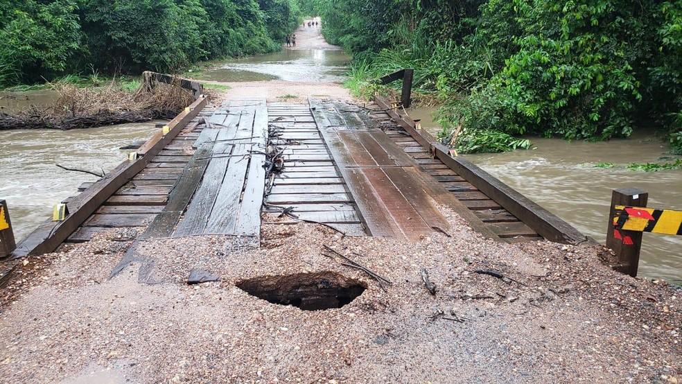 Ponte ficou seriamente danificada após fortes chuvas em Bonito (MS) — Foto: Prefeitura de Bonito/Divulgação