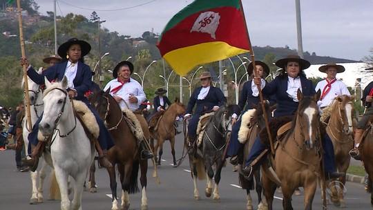 Desfiles farroupilhas celebram o 20 de setembro pelo Rio Grande do Sul