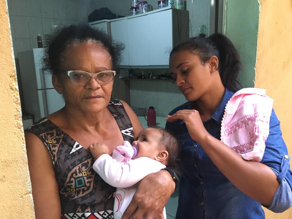 Leiliane ao lado de sua filha Livia e de sua mãe Luciene. 'Não sou Mulher Maravilha' — Foto: Glauco Araújo/G1