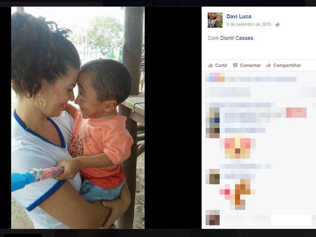Dionir Oliveira e filho,  diagnosticado com oesteogênese imperfeita (Foto: Reprodução/ Facebook)