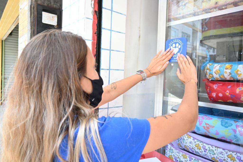 Mendes adere a selo 'Pet Friendly' que permite entrada de animais em estabelecimentos comerciais