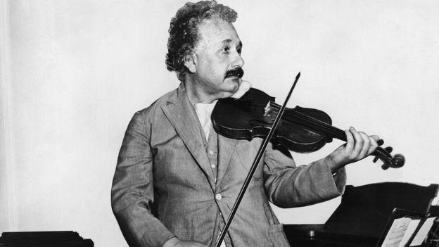 Diamond encontrou particularidades no cérebro de Einstein (Foto: KEYSTONE/GETTY IMAGES, via BBC News Brasil)