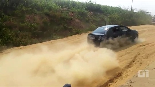 Sem ponte, moradores alegam perigo durante travessia entre duas cidades no Vale do Juruá