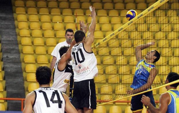 Botafogo estreou na fase final com vitória folgada contra o Esmac (Foto: Divulgação / CBV)
