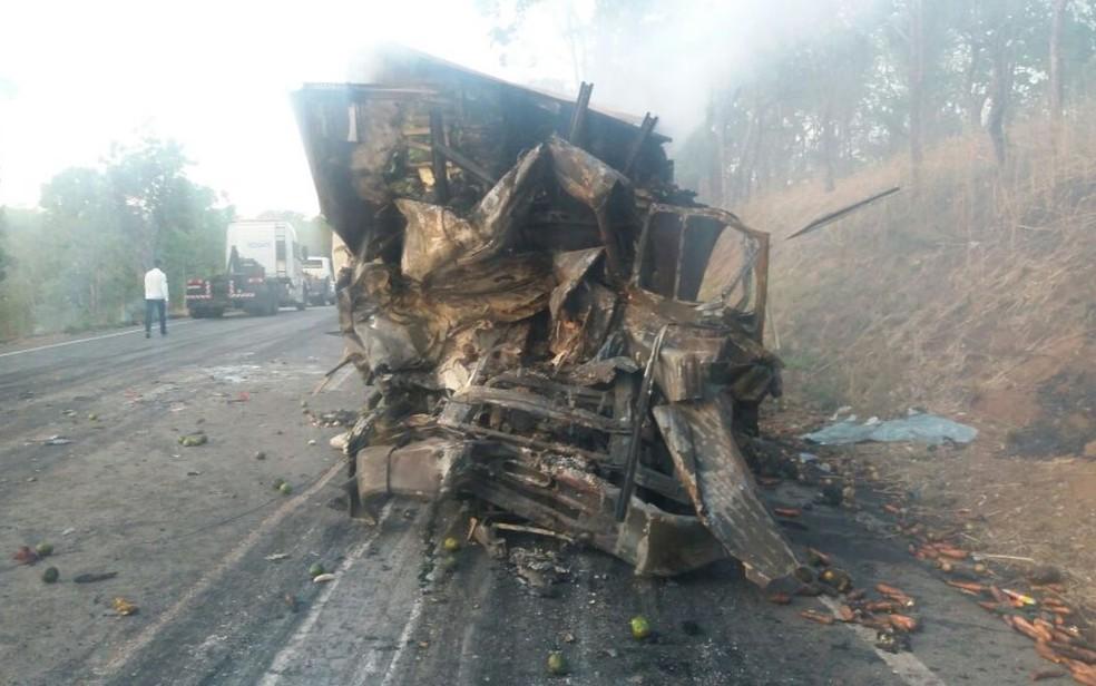 Acidente com nove veículos deixa ao menos quatro mortos na BR-153, em Goiás (Foto: Divulgação/PRF)