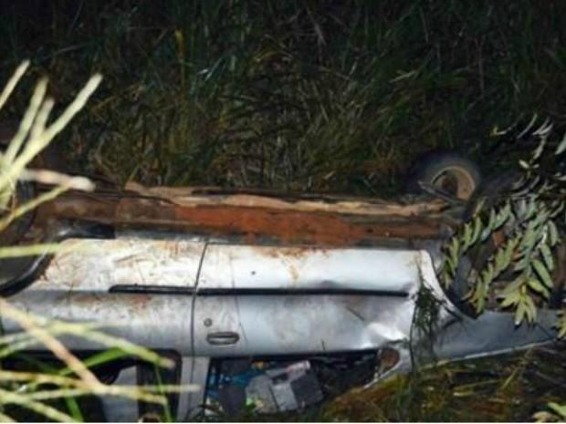 Motorista perde controle e cinco pessoas caem de barranco de 8 metros na BR-364 (Foto: Carlos Franco/ Extra de Rondônia)