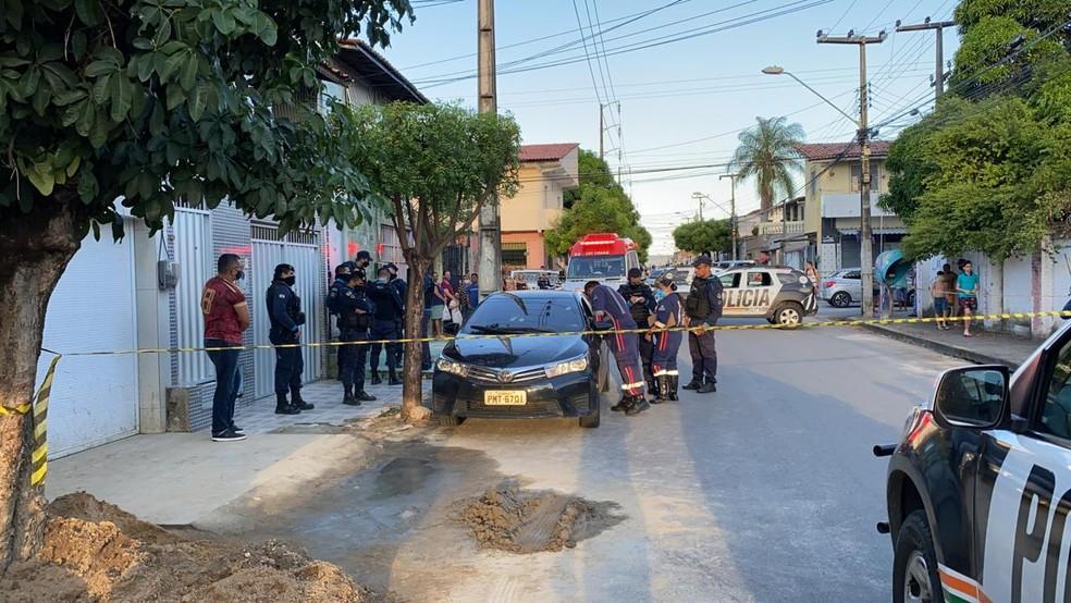 Crime aconteceu na Rua Curitiba, no Bairro Henrique Jorge, em Fortaleza. — Foto: Paulo Sadat/ SVM