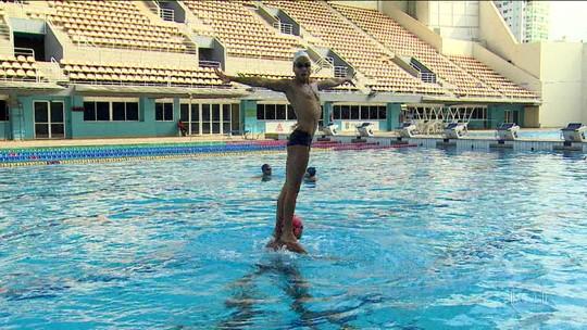 """""""Coisa de menina"""": os desafios dos homens que praticam nado sincronizado"""