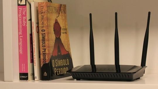 Foto: (Roteadores comuns podem ter três antenas como o D-Link AC750 (Foto: Lucas Mendes/TechTudo))