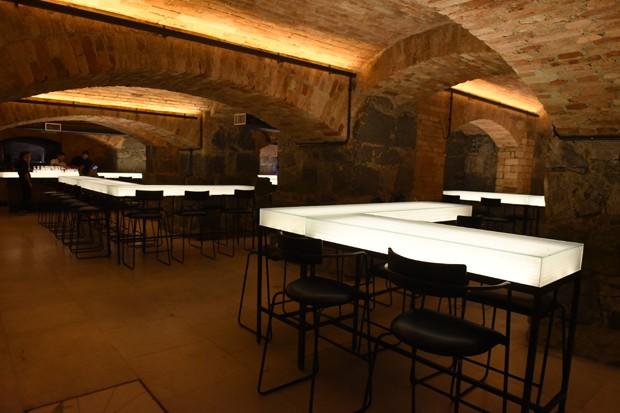 """No subsolo do Teatro Municipal, Bar dos Arcos tem balcões inspirados no filme """"O Iluminado"""" (Foto: Cleiby Trevisan )"""