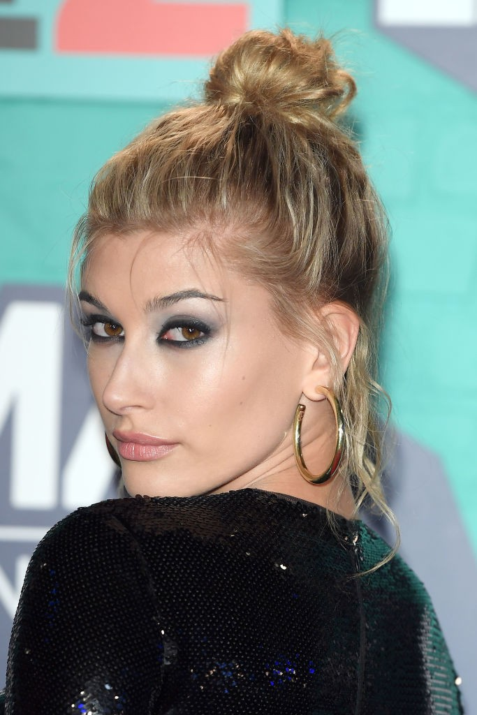 O coque de Hailey Baldwin (Foto: Getty)