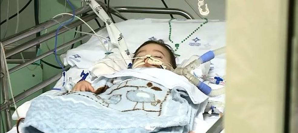 Bebê ficou internado em Porto Alegre por mais de dois meses até o transplante (Foto: reprodução NSC TV)