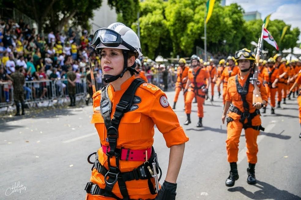 Coronel Helen Ramalho, de 46 anos, no Desfile de 7 de Setembro — Foto: CBMDF/Divulgação